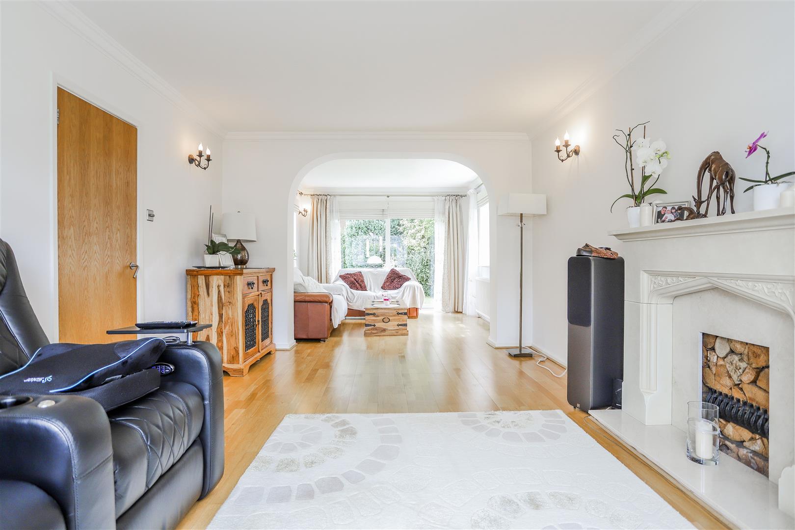 5 Bedroom Detached House For Sale - 20.JPG